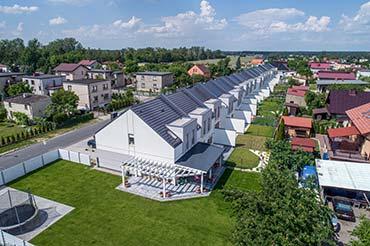 Zdjęcia z drona - fotografia segmentów domków na sprzedaż