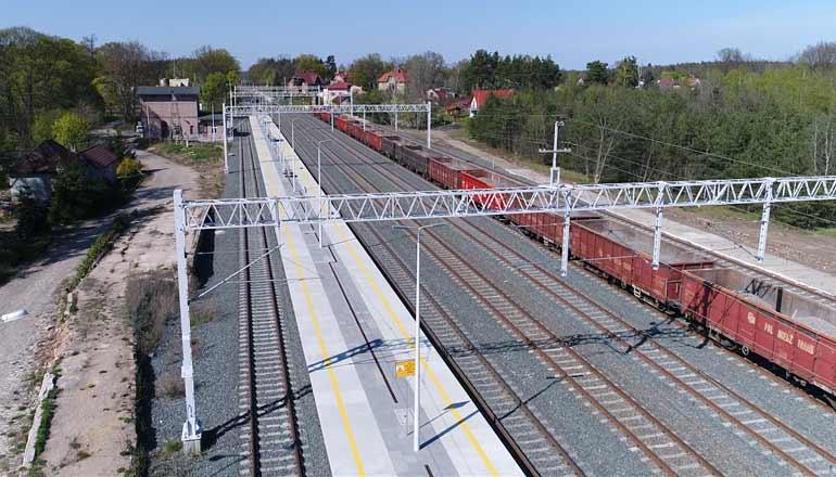 Ujęcia stockowe na sprzedaż - Stacja kolejowa i perony w Raszówce