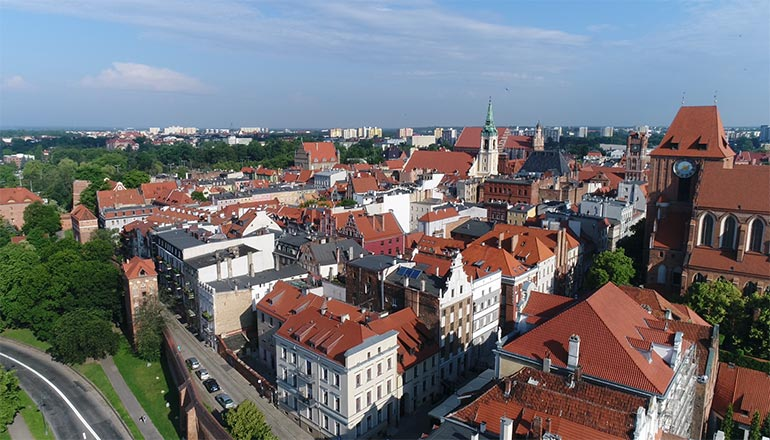 Ujęcia z drona na sprzedaż - Miasto Toruń, Stary Rynek i rzeka Wisła