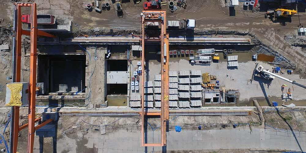 Zdjęcie z drona placu budowy metra Trocka