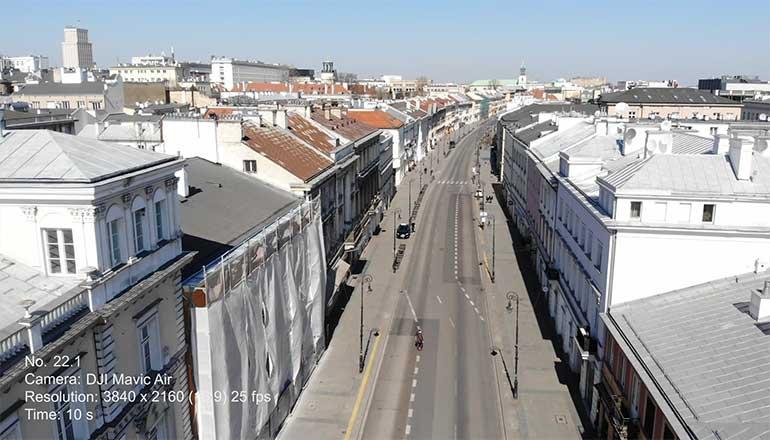 Ujęcia z drona na sprzedaż Warszawy podczas pandemii Covid-19. Ulica Nowy Świat- Stock video