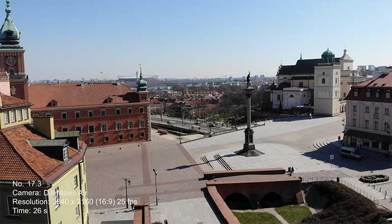Ujęcia z drona na sprzedaż Warszawa podczas pandemii Covid-19 - Plac Zamkowy i Zamek Królewski - Stock video