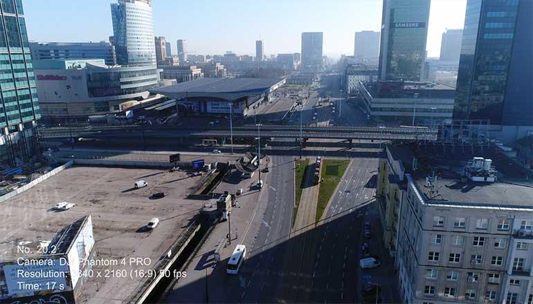 Ujęcia z drona na sprzedaż Warszawy podczas pandemii Covid-19. Aleja Jana Pawła II - Stock video
