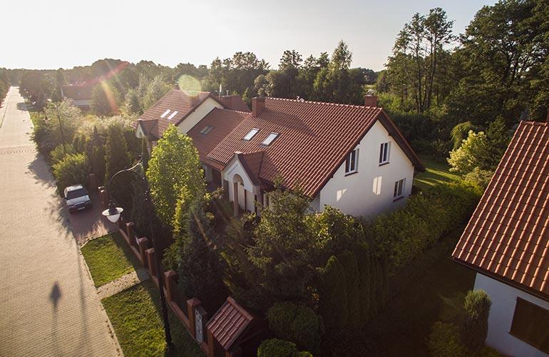 filmy sprzedażowe z drona i z ziemi dla agencji nieruchomości i osób prywatnych