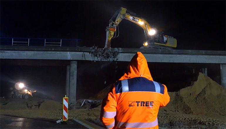 Nocne prace rozbiórkowe dwóch wiaduktów na modernizowanej autostradzie A2