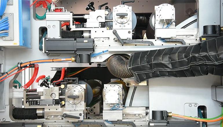 Technologia Print Tronic w filmie z fabryki maszyn drukujących w Tavazzano koło Mediolanu we Włoszech