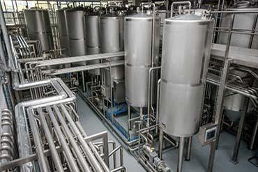 Fotografia instalacji przemysłowej, technologicznej w jednym z podwarszawskich zakładów