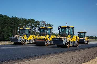 Piękny układ wszystkich walców na zdjęciu z modernizacji autostrady